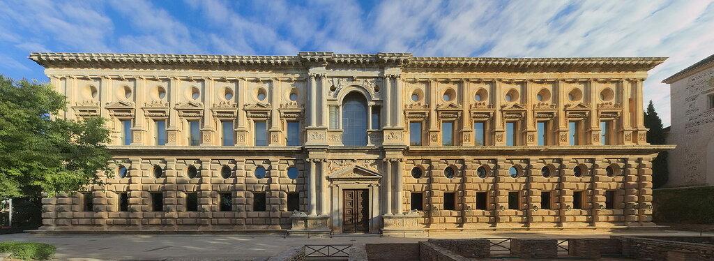 Alhambra_-_Palacio_Carlos_V__-_South.jpg