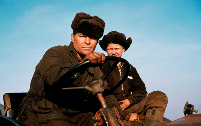 1950s Отец и сын в советском колхозе by Mary Delaney Cooke.jpg