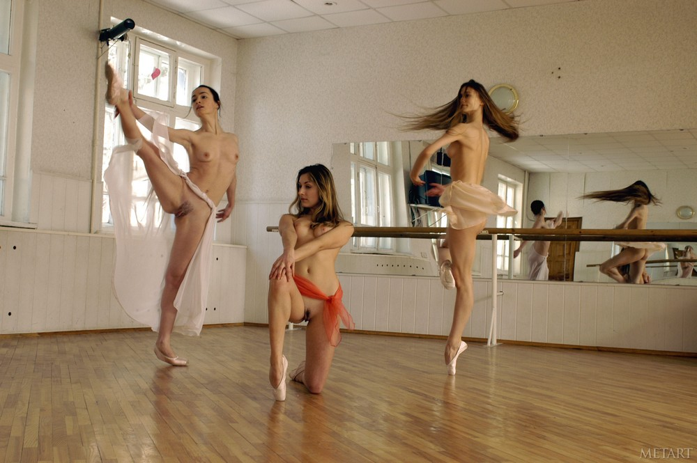 Обнажат Танцевать Девушкой