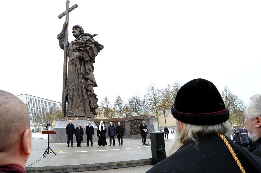 На открытии памятника князю Владимиру 4.10.16.png