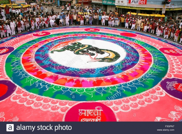 huge-circular-artwork-called-rangoli-traditional-cultural-and-heritage-F3GPN7.jpg
