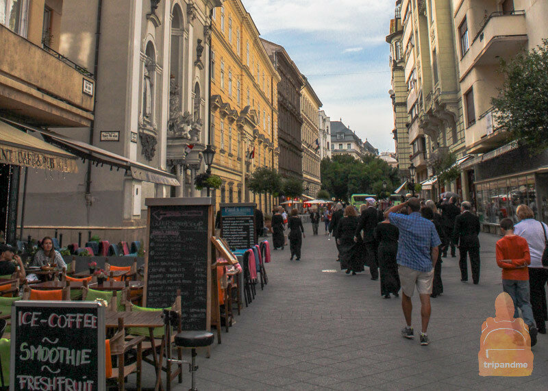 Ресторанов на улице Ваци огромное количество