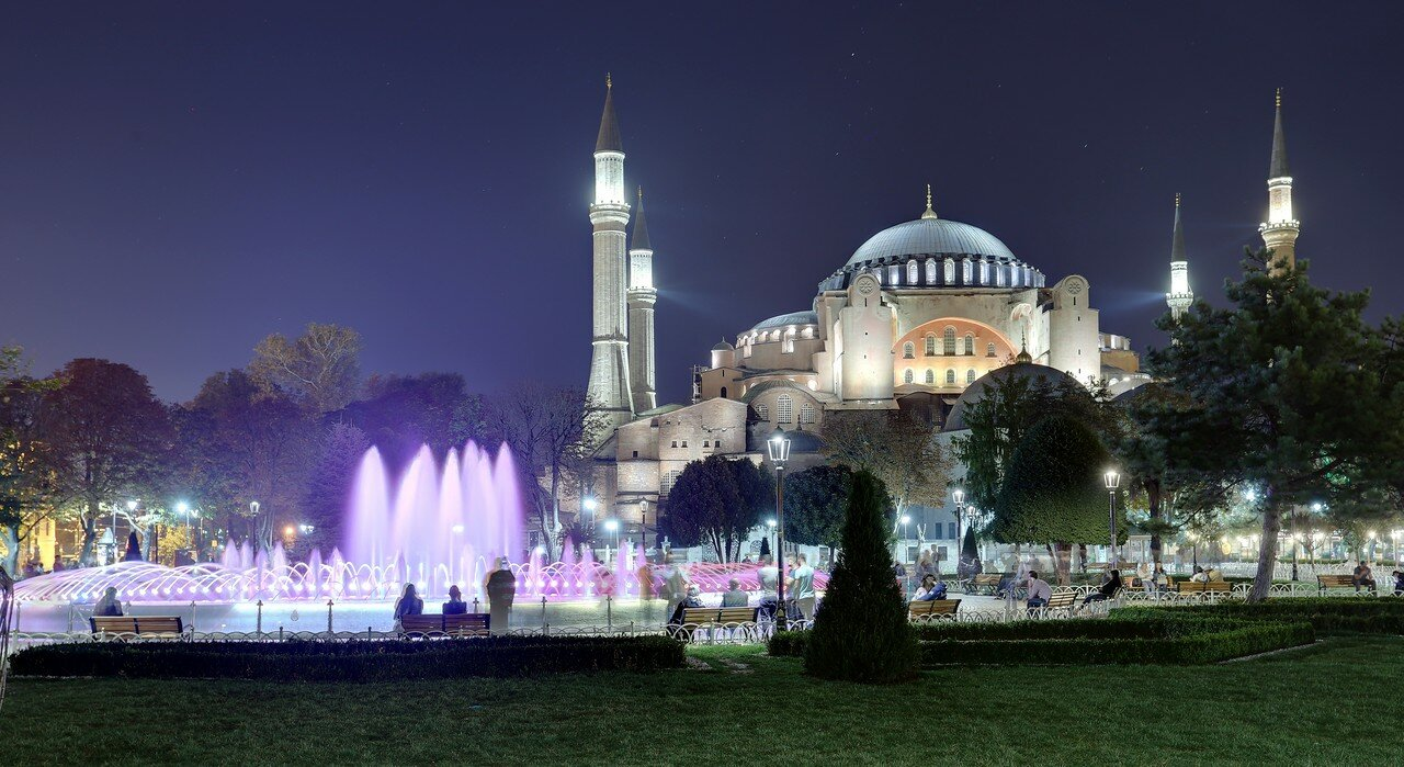 Night Istanbul. Sultanahmet square (Sultanahmet Meydanı)