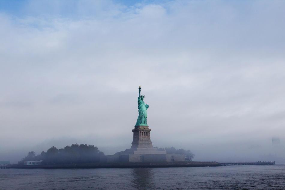 1. Статуя Свободы, Нью-Йорк, 22 сентября 2011 года. (Daniel Berehulak / Getty Images)