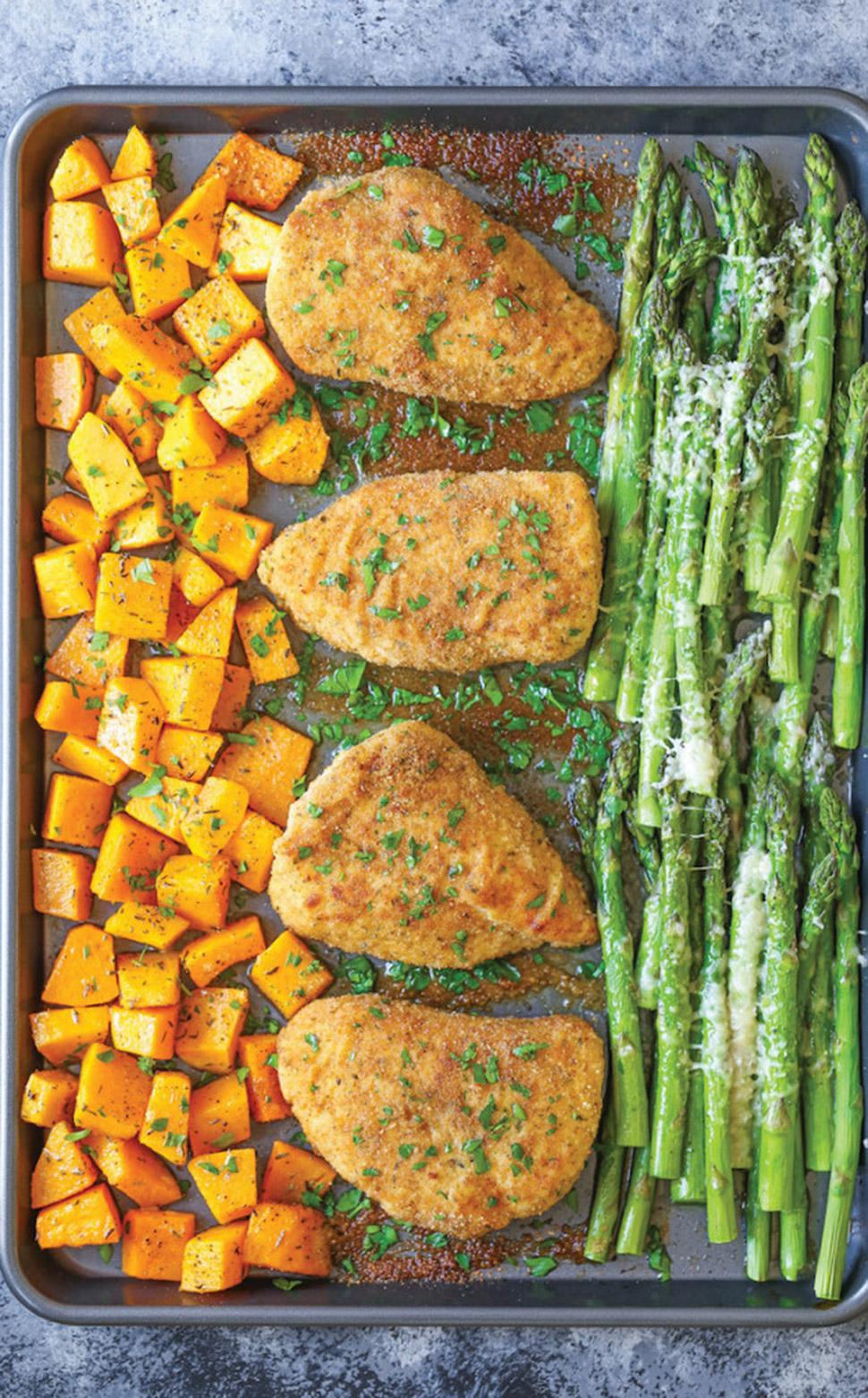 Курица с мускатной тыквой и спаржей в духовке Ингредиенты (на 4 порции): 340 г панировочных сухарей
