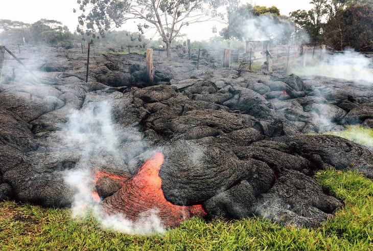 1. Еще 27 июня 2014 повышенное давление в конусе Килауэа достигло критической точки, и магма вы