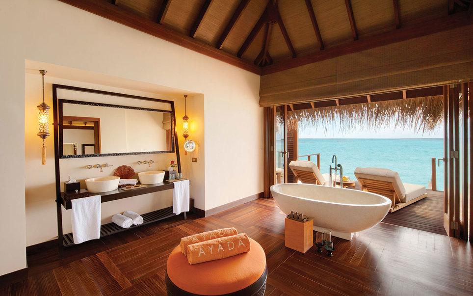 5. Постояльцы отеля Ayada на Мальдивах ныряют в океан, не выходя из номера.