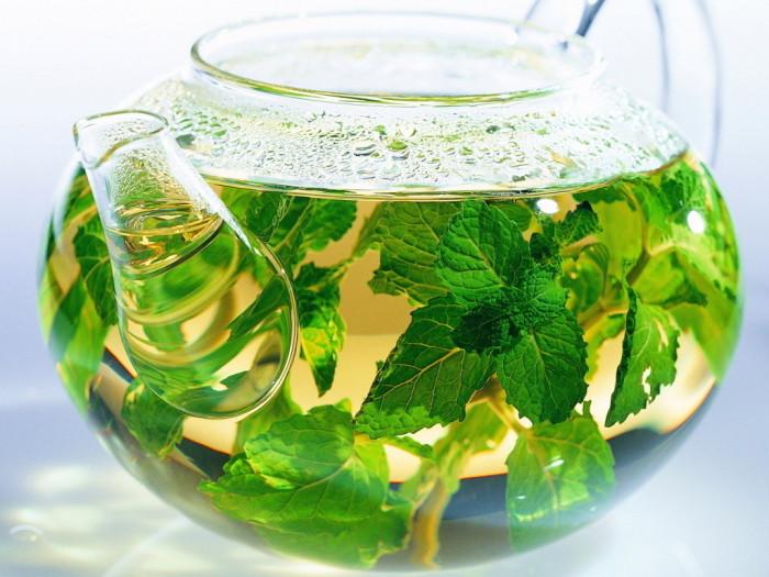 9. Травяные чаи Для полноценного сна можно выпить чашечку зеленого чая. Лучше всего если в его соста