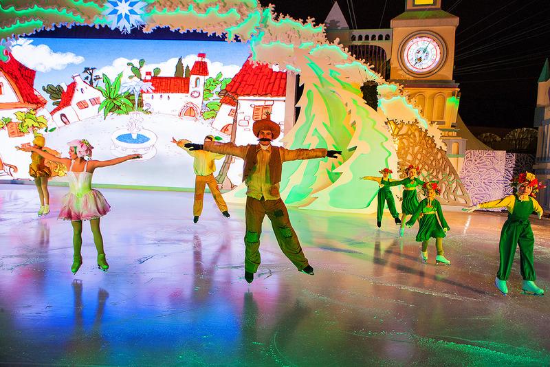 На площади Революции открылся «Волшебный ледовый театр», где каждый день вас ждут музыкальные шоу-ба