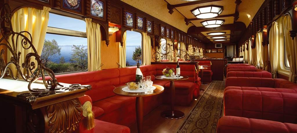 Самый дорогой пассажирский поезд в мире. В одном из вагонов располагается бар, где есть пианино и со