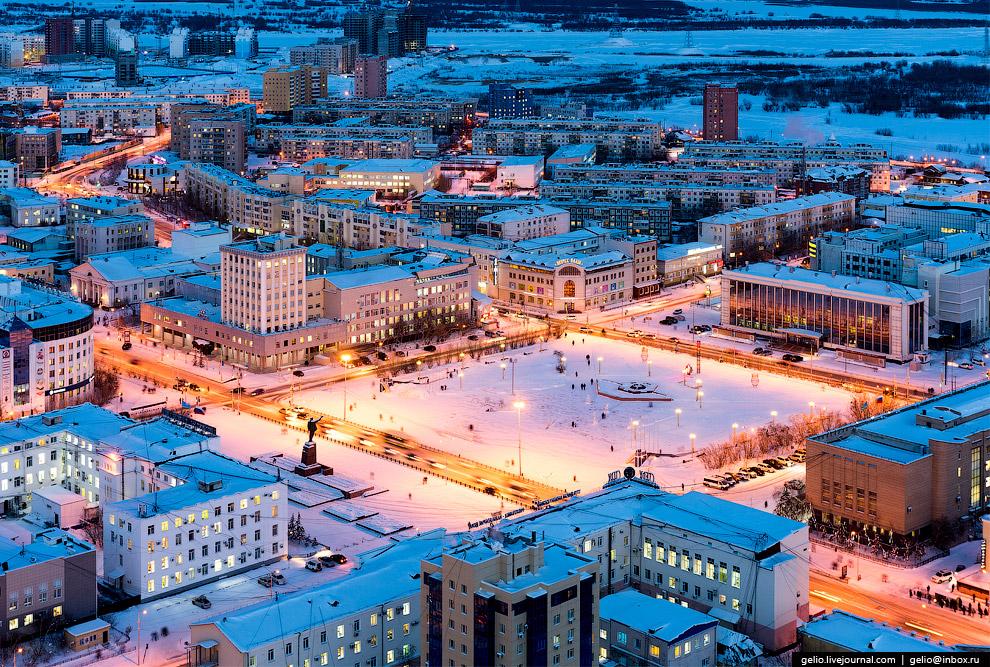 5. Дом Правительства №2. Всего в Якутске три Дома правительства, все они расположены вокруг пло