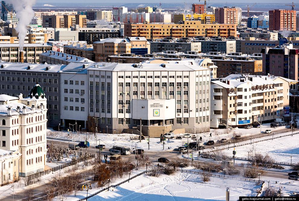 33. В Якутске живут представители более чем 100 национальностей. Большинство составляют якуты и русс