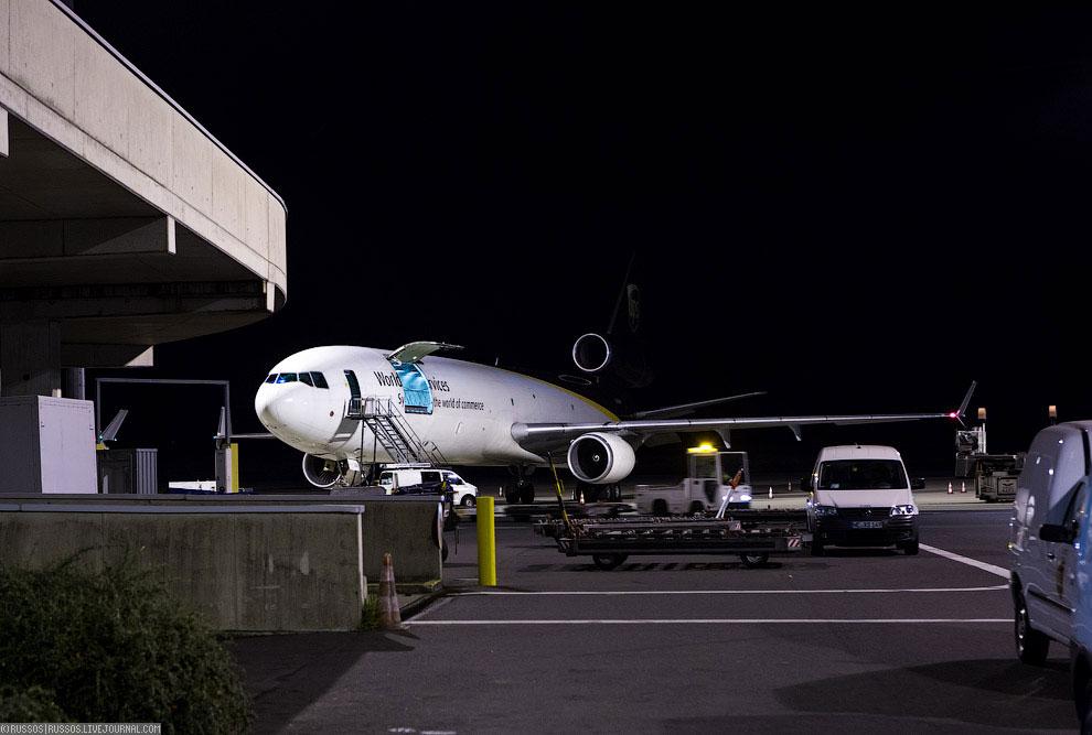 В Россию отправления попадают на этом грузовом Боинге 737-400SF авиакомпании Atran. Каждый день
