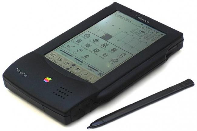 © oldcomputers.net  Значительно опередив время, Apple дебютировала спервой версий карманного