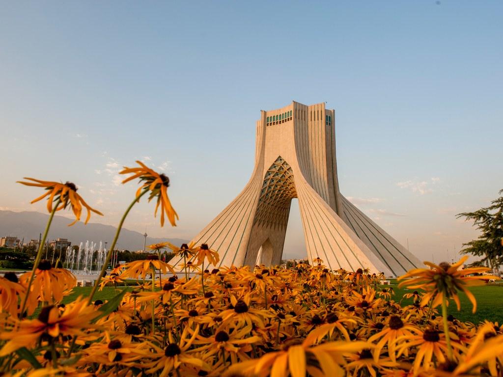Столица Ирана, бурно развивающийся город с богатым прошлым. Больше всего в Тегеране заслуживают вним