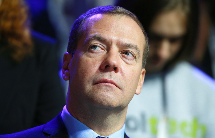 Д. Медведев наградил премией академика РАН изЕкатеринбурга