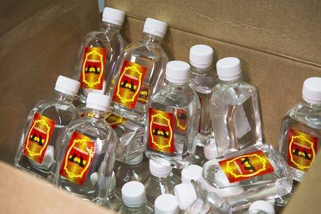 ВБратске полицейские обнаружили иизъяли контейнер с17 тысячами литров «Боярышника»