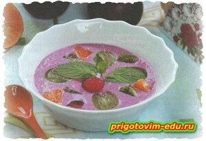 Холодный йогуртовый суп с ягодами