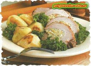 Свиной рулет с капустой и яблоками.рецепт приготовления