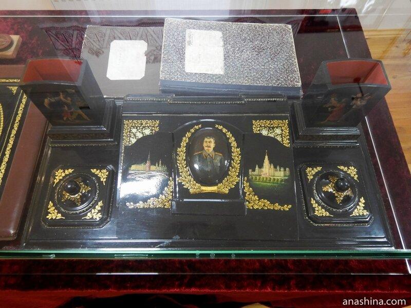 Письменный прибор в подарок Сталину, Федоскинская лаковая миниатюра