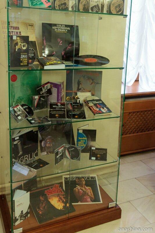 Старые пластинки, отдел нотных изданий и звукозаписей