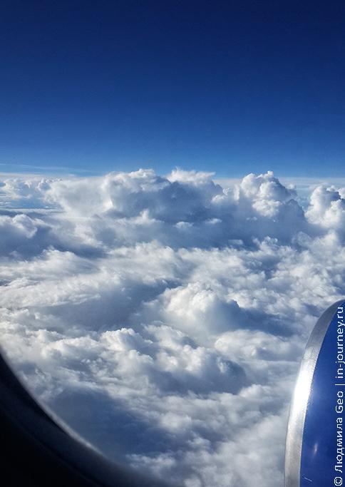 вид из самолета на облака