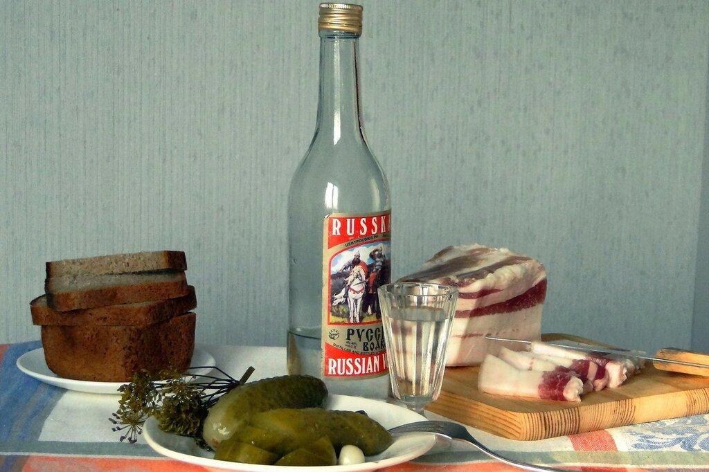 vodka-salo-ogurcy.jpg