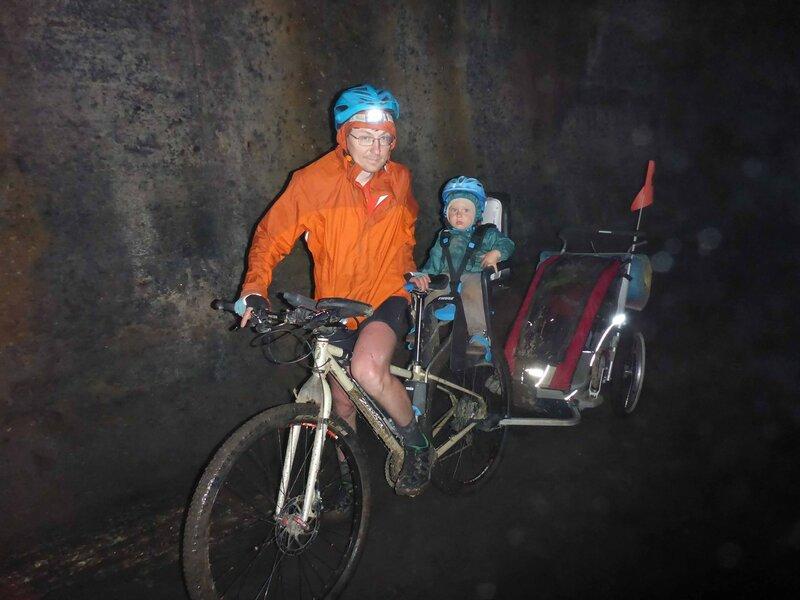 велопоход с ребенком через заброшенный железнодорожный туннель