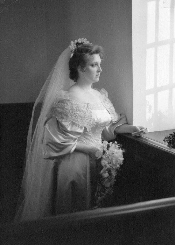 Платье невесты, прошедшее через 11 свадеб за 120 лет