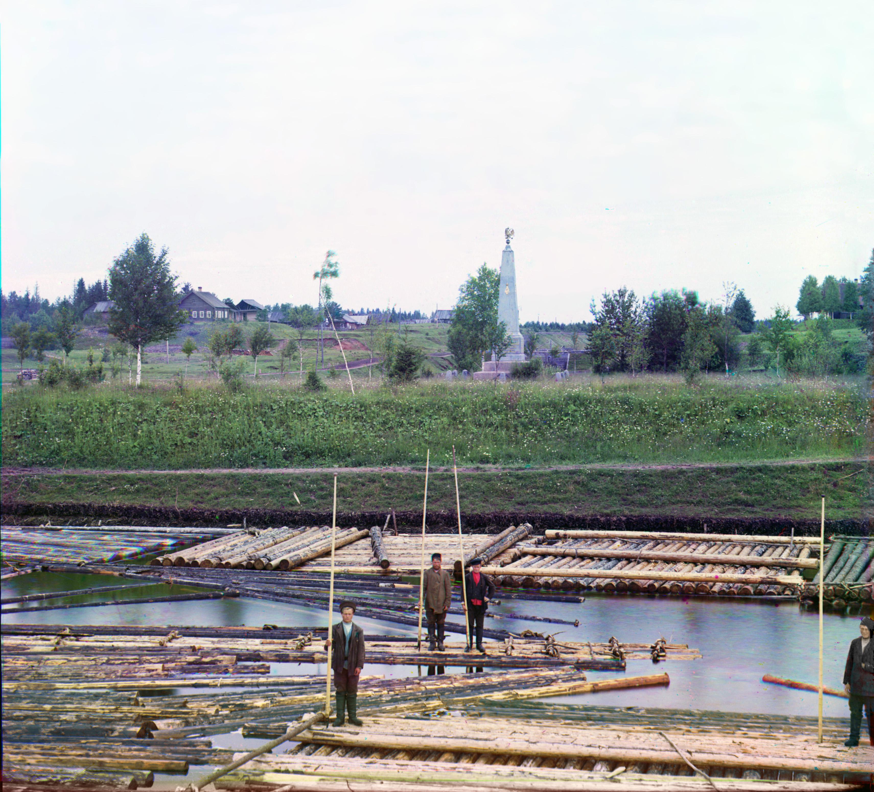 Памятник в честь окончания строительства в 1886 г. нового соединительного (Ново-Мариинского) канала между реками Вытегрою и Ковжею