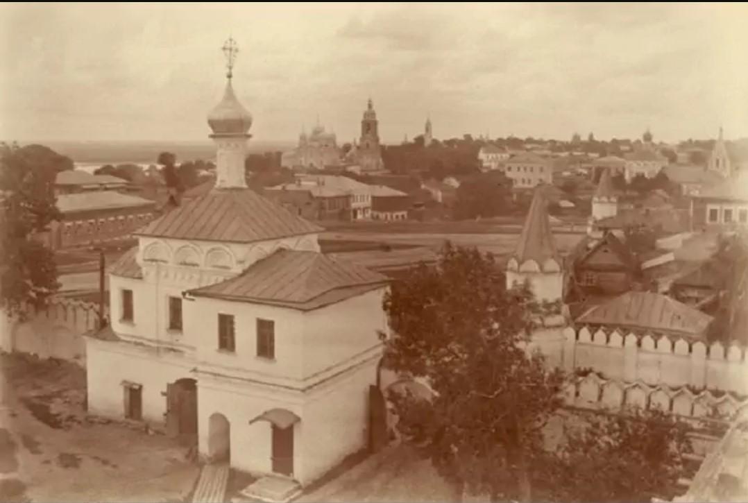 Вид на город с колокольни Благовещенского монастыря