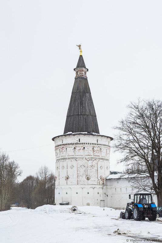 Петровская башня (1680 г.). Иосифо-Волоцкий монастырь.