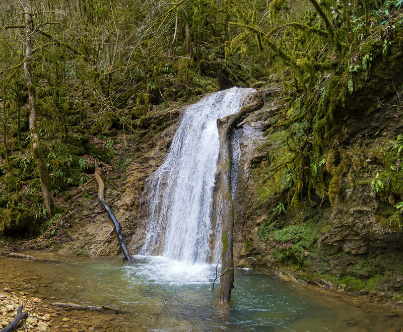 5. Нижний водопад обходится справа по ходу вверх.