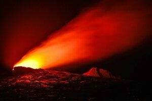в 400 м от извержения