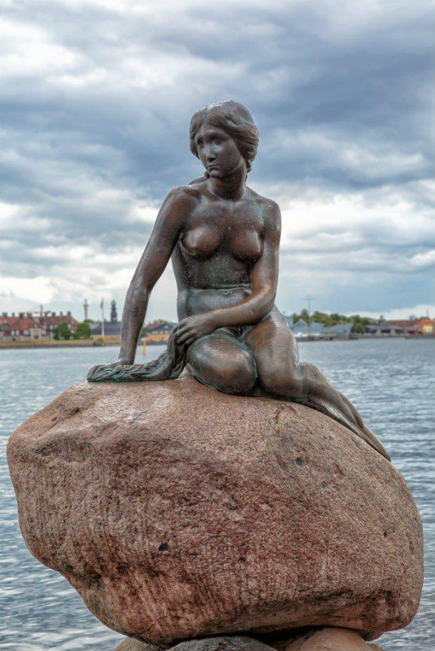 По какой-то причине голову этой статуи продолжают красть, предварительно отсекая от туловища. 8. Утё