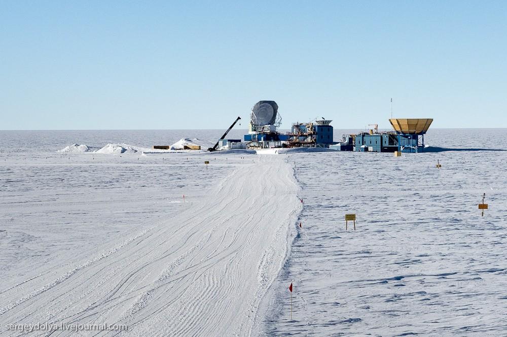 20. Это нейтринная обсерватория IceCube, с помощью которой ученые ловят нейтрино из космоса. Вкратце