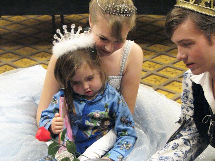 Трехлетняя девочка при смерти мечтала только об одном: увидеть принца и принцессу.