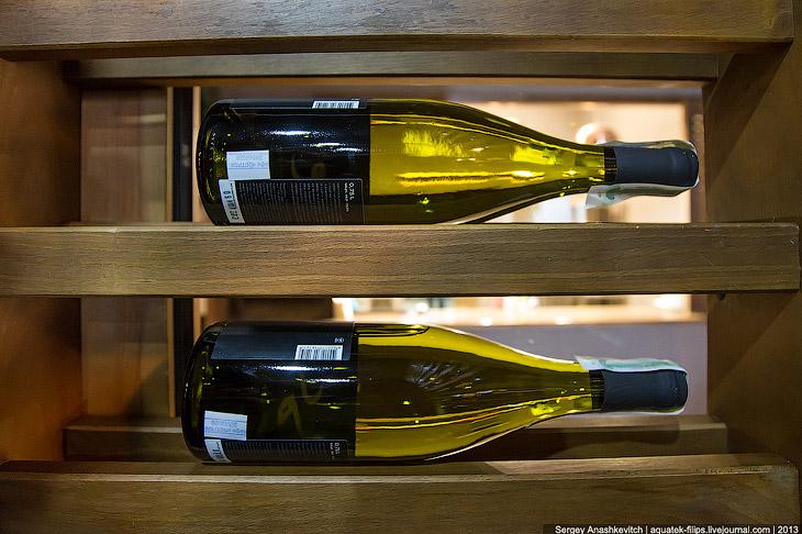 Отдыхать вино должно в любом случае в горизонтальном положении , как и любое последующее хранен