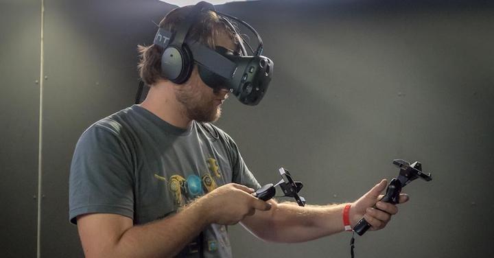 HTC выпустит VR-шлем в2015 году