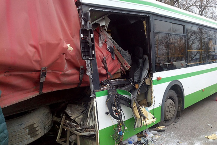 ВДТП наМКАД фургон протаранил рейсовый автобус