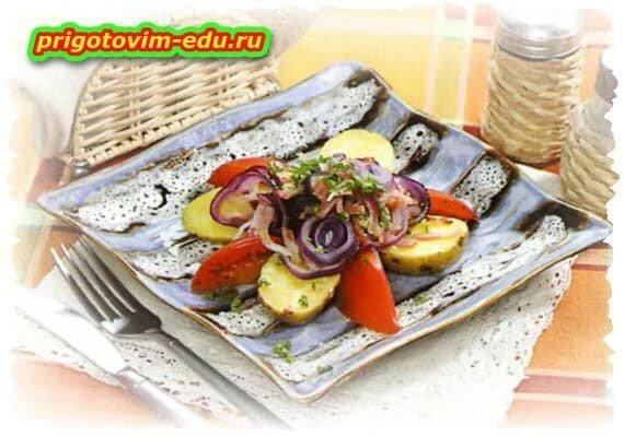 Луковый салат с беконом