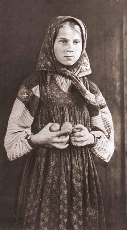 1890eNA_krestyanskaya_devushka_v_platke.jpg