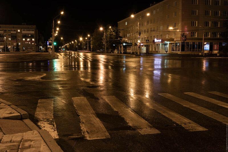 Перекресток ночью в Каменске-Уральском