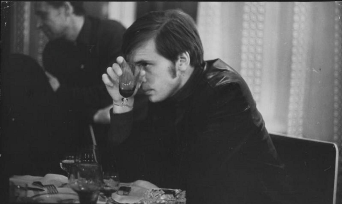 1969. Мужчина с рюмкой