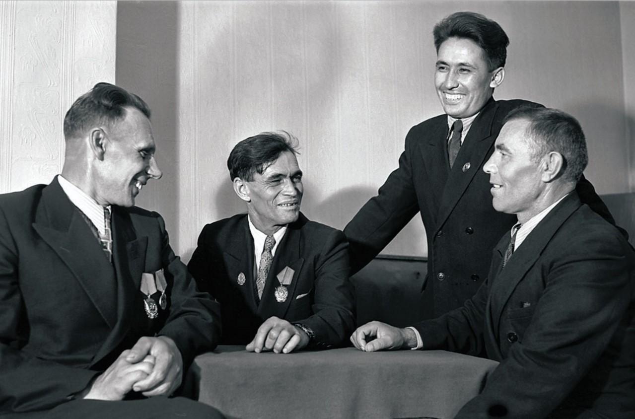 Магнитогорск. Орденоносцы и передовики производства (1955)