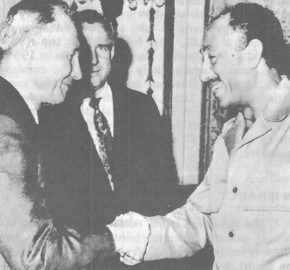 Советский дипломат Василий Кузнецов (слева направо) во время встречи с президентом Египта Анваром Садатом в Каире