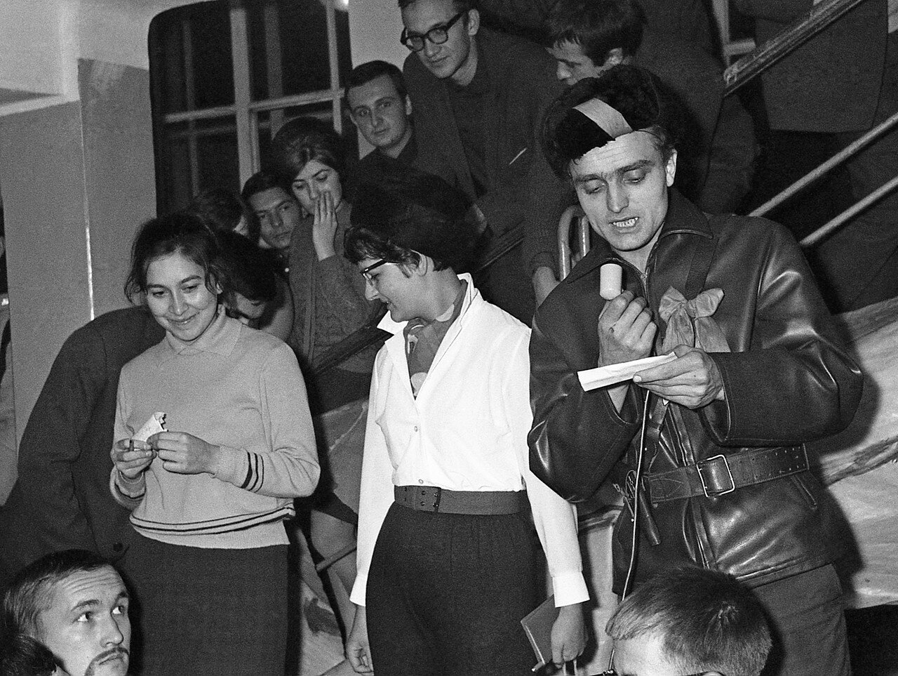 41. С микрофоном комиссар Валера Коковкин, справа от него Таня Ланцова