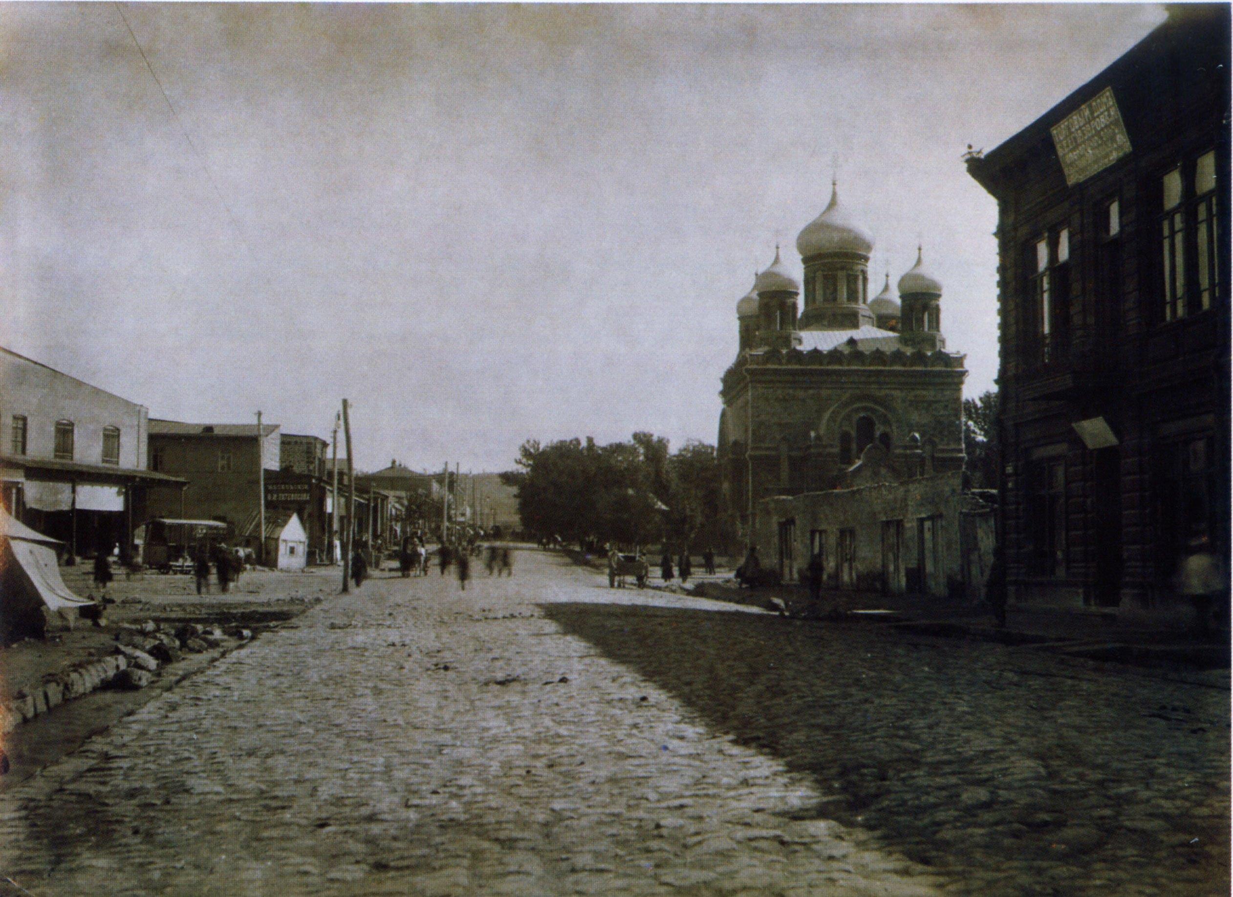 Крепостная улица и православный Никольский собор