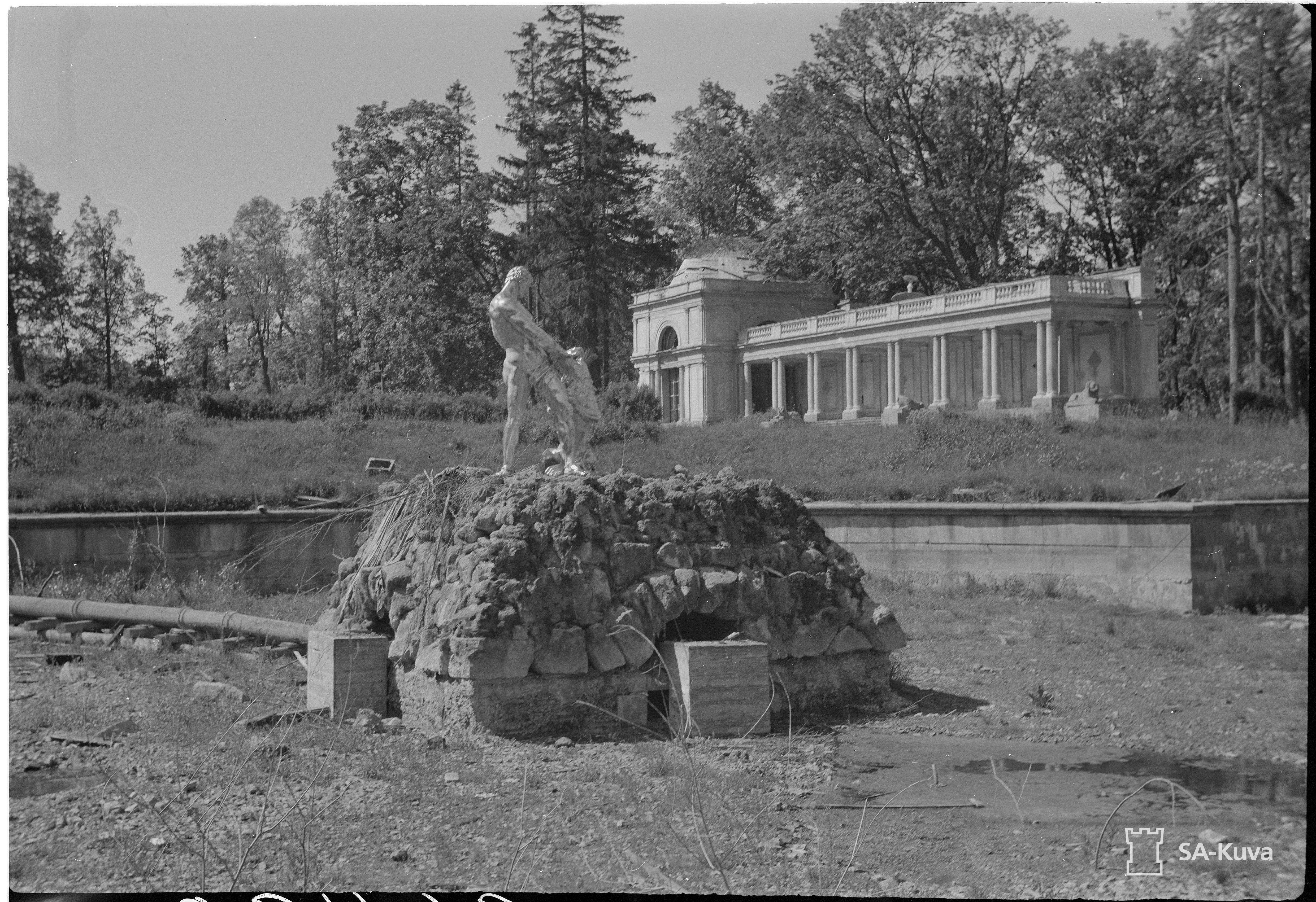 1942. Фонтан «Самсон»
