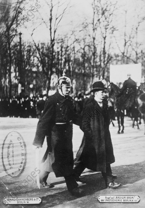 Berlin 1911, Festnahme eines Demonstr. - -